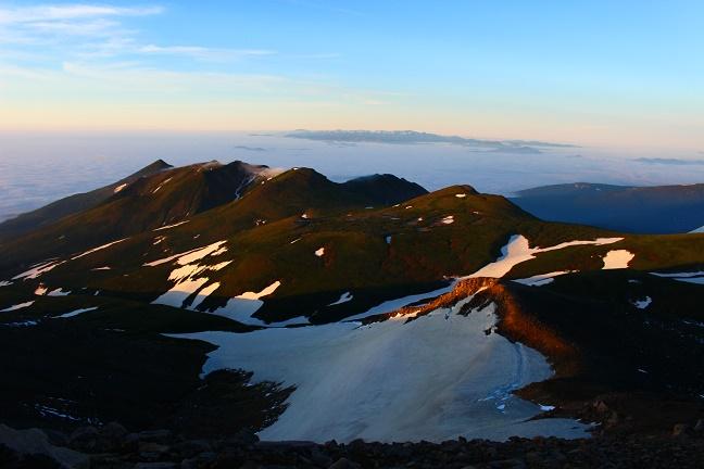 十勝岳から見た下ホロカメットク山