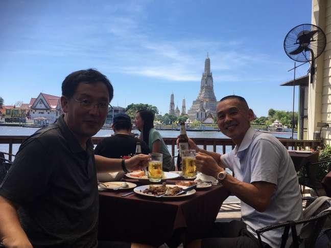 タイワットアルンの見えるレストラン