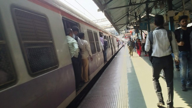 ムンバイ近郊列車