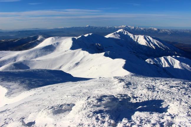 十勝岳から見た富良野岳