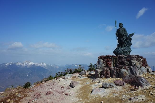 男体山の無雪期登山|二荒山神社から急な登りで山頂へ(5月上旬)