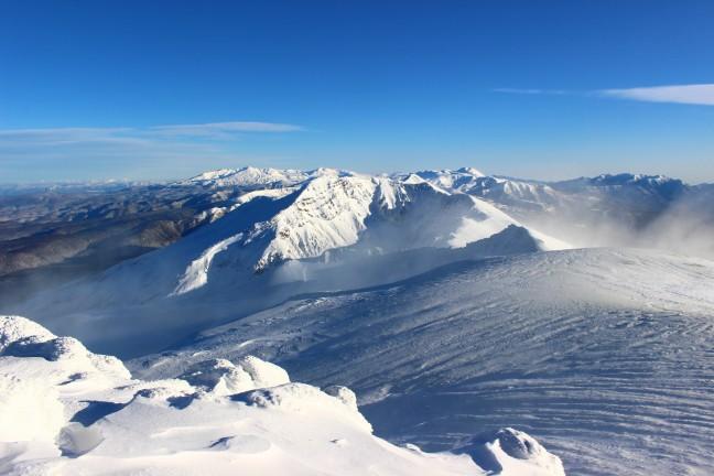 十勝岳から見た美瑛岳と表大雪