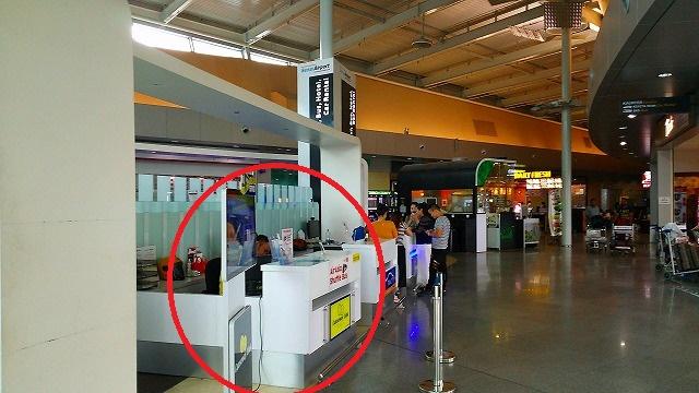スナイ空港バスチケットカウンター