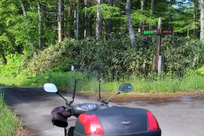 黒松内岳登山口へ通じる林道途中にある分岐点