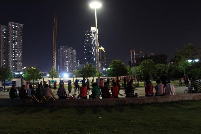 深圳で踊る人たち