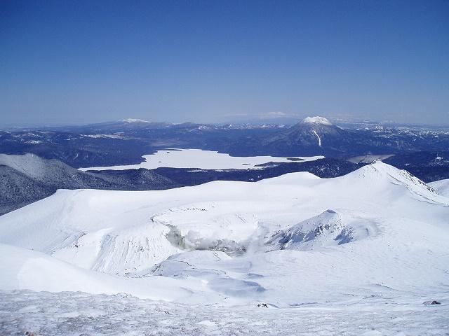 雌阿寒岳冬積雪期山頂眺め