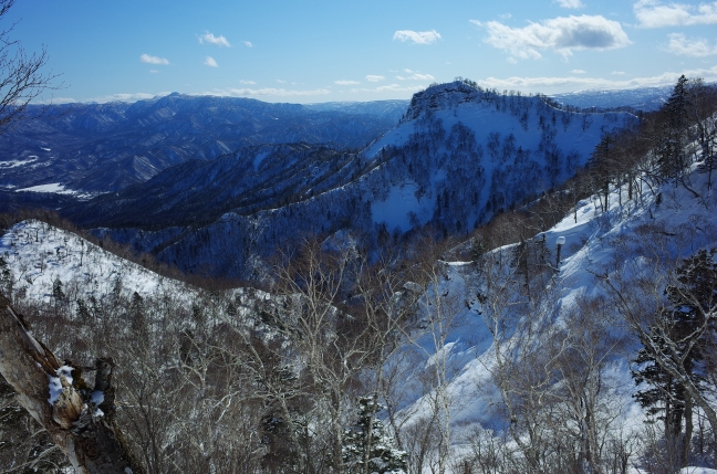 神威岳。この山は冬こそ映えると思う。