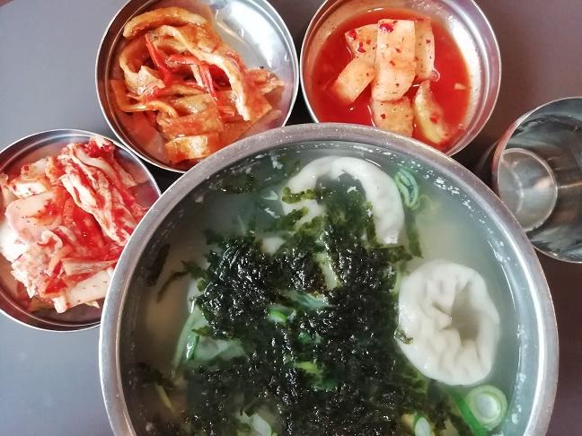 キムチと餃子のスープ