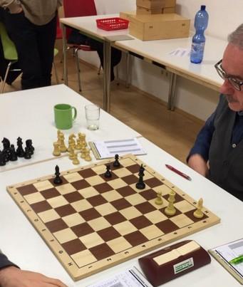 Jürgen Hein verläßt mit 40. ... Lb2 die Diagonale  a3-f8 und verliert