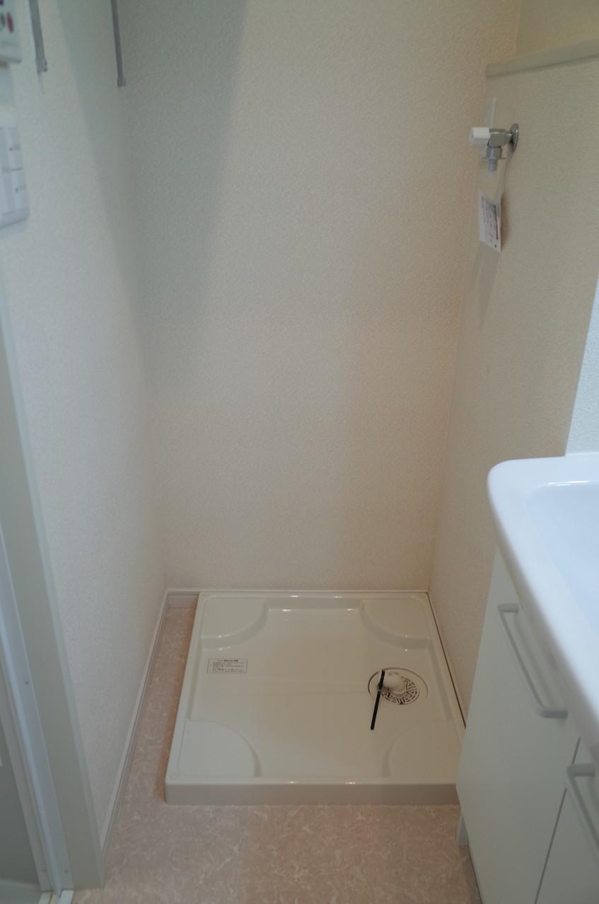 室内洗濯機置場。上部には収納棚もありまし!