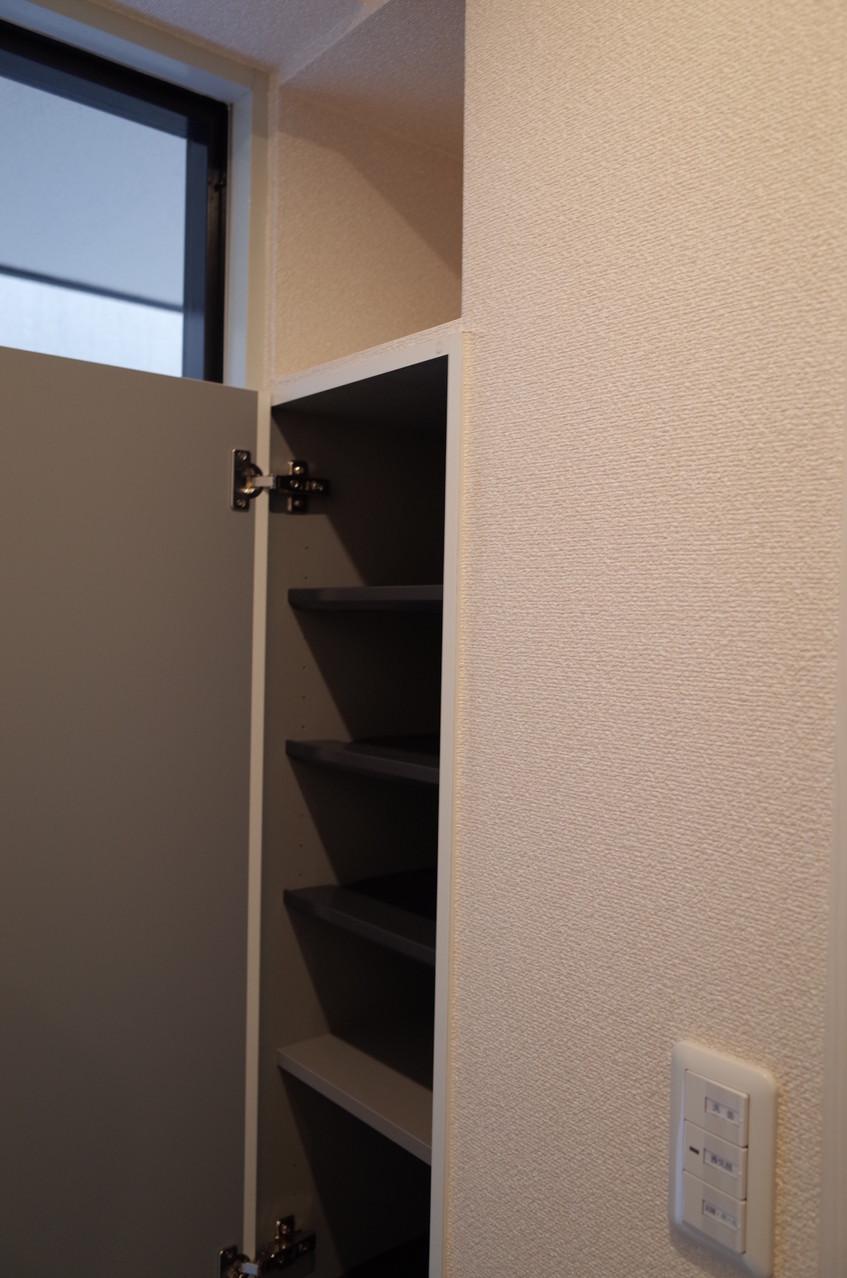 シューズボックスは天井近くまでの高さがあり豊富に収納できます