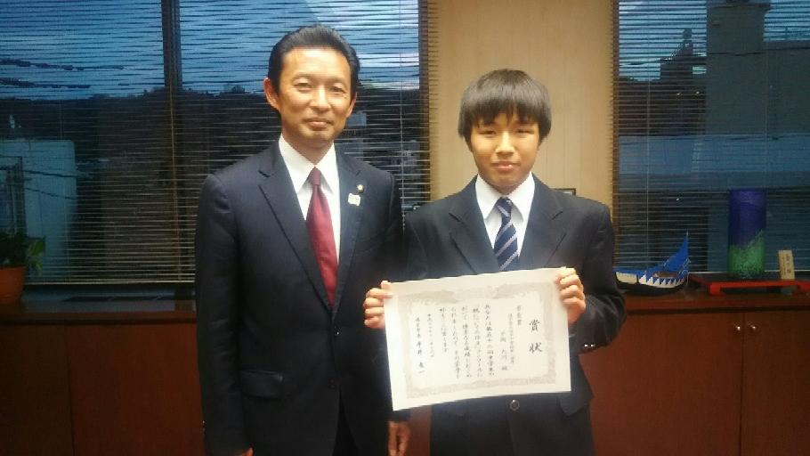 税の作文コンクールで逗子市長賞受賞の平岡君と