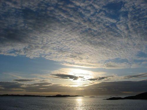 Vor der schwedischen Küste liegen tausende kleiner Steininseln, die Westschwedischen Schären.