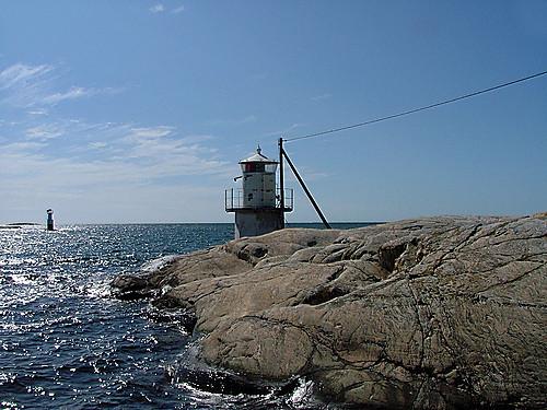 Ein Grossteil der schwedischen Küstenbebauung besteht aus Leuchttürmen