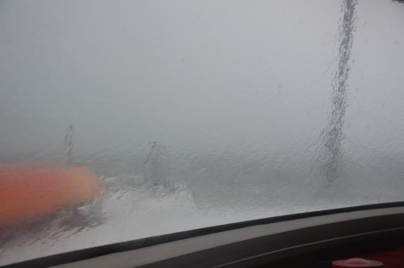 Es regnet tagelang sehr ergiebig und ununterbrochen.