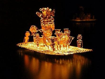 GOLDMUSEUM BOGOTA´  Goldene Nachbildung des Opferfloßes, mit dem der König auf den kleinen See fuhr um den Göttern Opfergaben zu reichen.      ( ca.3200v.Chr.)
