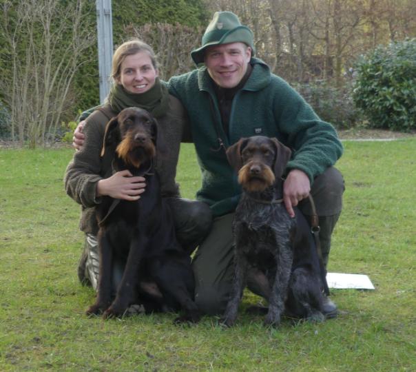 Dorn (siehe Zuchthunde) und Dura VJP 71, HZP 181, VGP I./328 TF (Verweiser), Sj-DD, Btr., HN