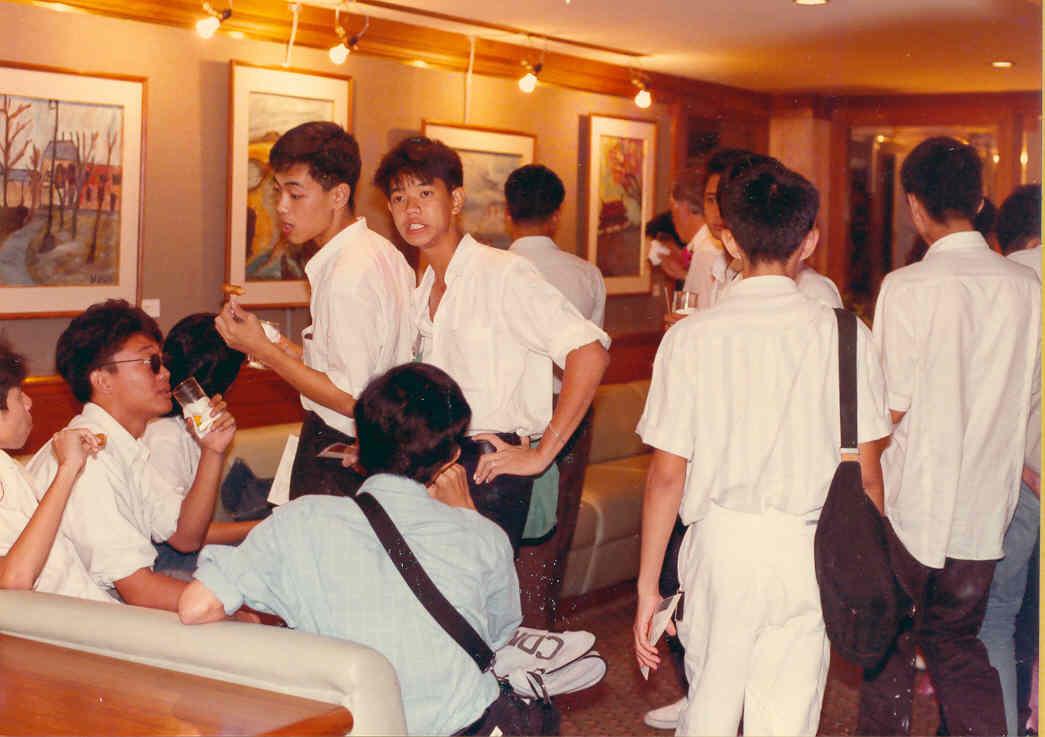 Pedro Meier Exhibition – »Scenes of Thailand« 1986 – Narai Gallery Silom Road Bangkok – Opening speech by Mr. André Regli, Cultural Attaché, Embassy of Switzerland Bangkok – Art students from Silpakorn University – © Pedro Meier Multimedia Art  Niederbipp