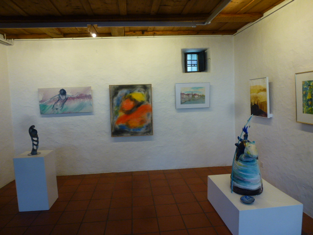 Pedro Meier – Kunstmaler – Bild: »Rot-Gelb« - (in der Mitte) – Kulturverein Niederbipp – Räberstöckli – Gruppenausstellung 2014 – Foto © Pedro Meier Gerhard Meier-Weg, Niederbipp