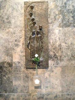 Mémorial de la Rose Blanche dans l'Université de Munich (au premier plan Hans et Sophie Scholl)