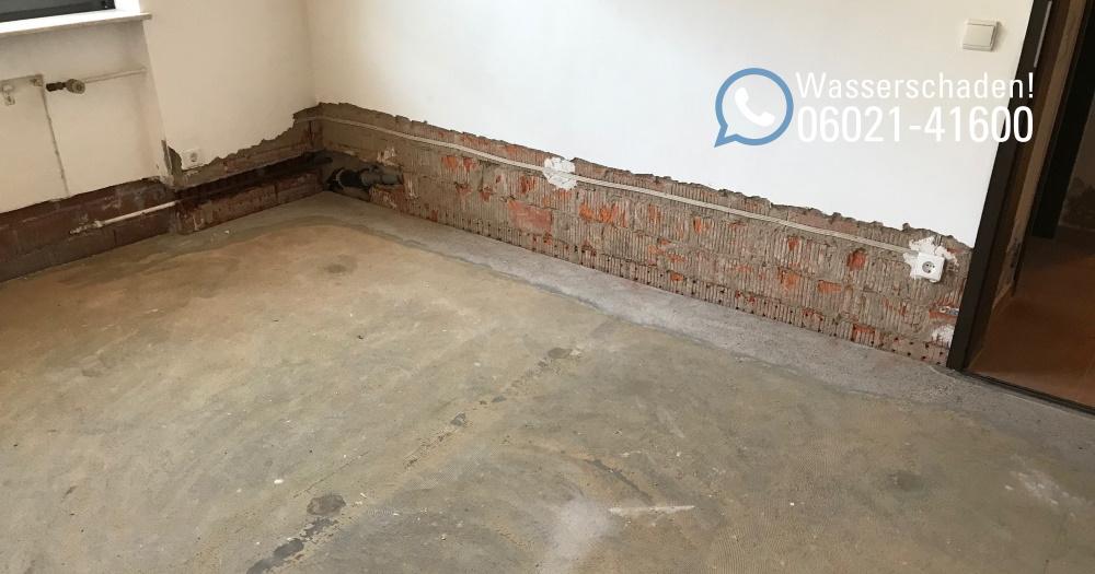 Wassereinbruch in Einfamilienhaus / Wasserschaden mit Leckortung, Rückbau, Trocknung und Wiederherstellung in Wörth bei Miltenberg