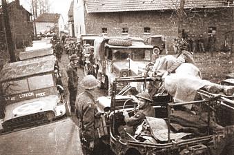 Konvoi mit Ambulanzjeep, 5.12.1944