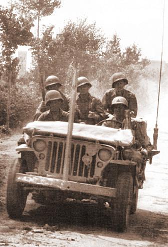 GI`s passieren Pontedera bei Pisa, Italien 18.6.1944