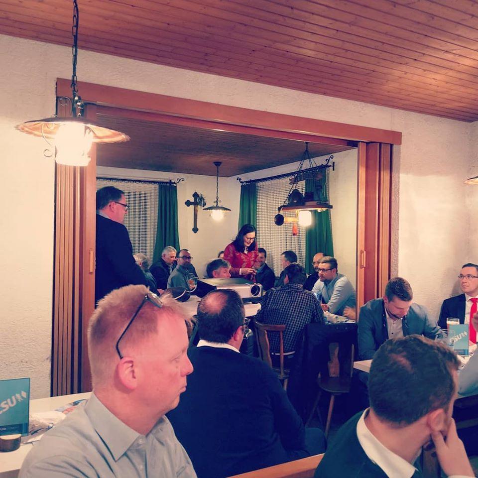 Langer Abend mit kompetenten Gästen und hochpolitischer Diskussion über Steuerrecht, Kläranlage und den Burgheimer Radlweg. Danke Bonsal!