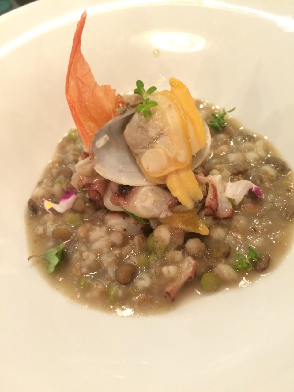 タコとアサリ 数種のイタリア産豆のスープ仕立て