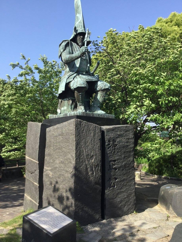 加藤清正公は変わらず、どっしり守ってくれています。ー 場所: 熊本県 熊本市