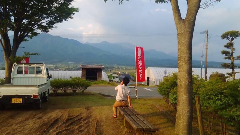 阿蘇の山を見ながら各関係部署への連絡