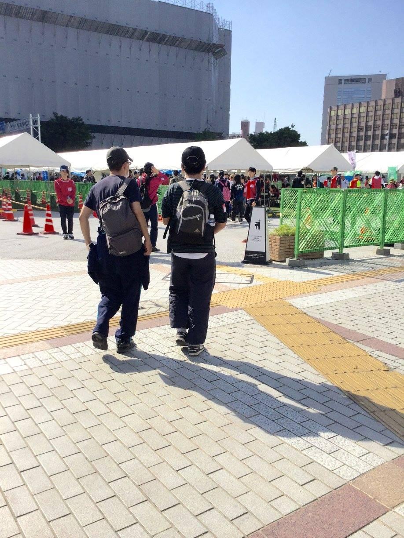 熊本市電・辛島町駅前に開設されている、熊本市災害ボランティアセンター受付所。各地から戻ってきたボランティアさんで、中はごった返していました。ー 場所: 熊本県 熊本市