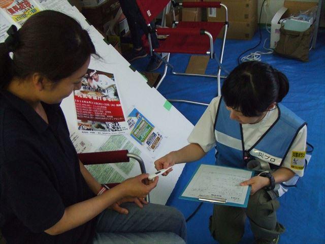 体温、血圧は毎回必ず測ります 西原村ボランティアセンターにて