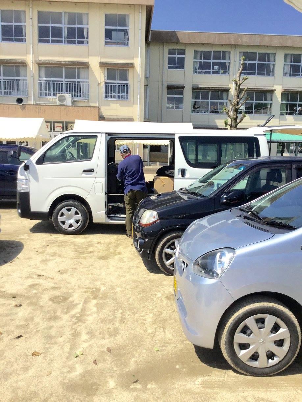 藤井リーダーは撤収まで大活躍。現地入りの調整・準備から最後まで、全く手を抜くことがありません。本日一番多くの患者さんを治療したのも、藤井先生でした。まさに神対応!ー 場所: 熊本県 熊本市