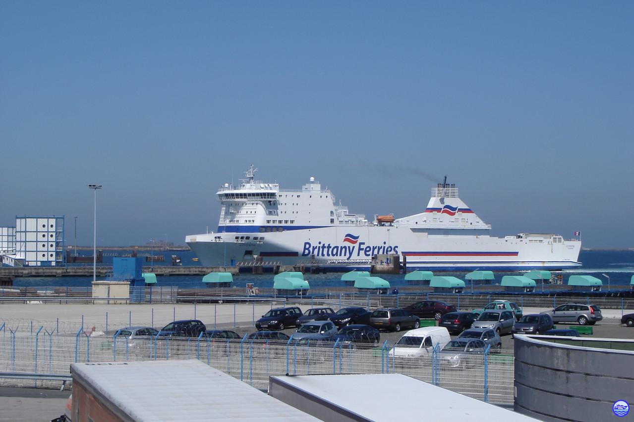 Une arrivée de Cotentin sous le soleil de Cherbourg en juin 2010 (© lebateaublog 2010)