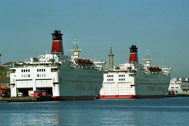 The two sisters docked in Göteborg.