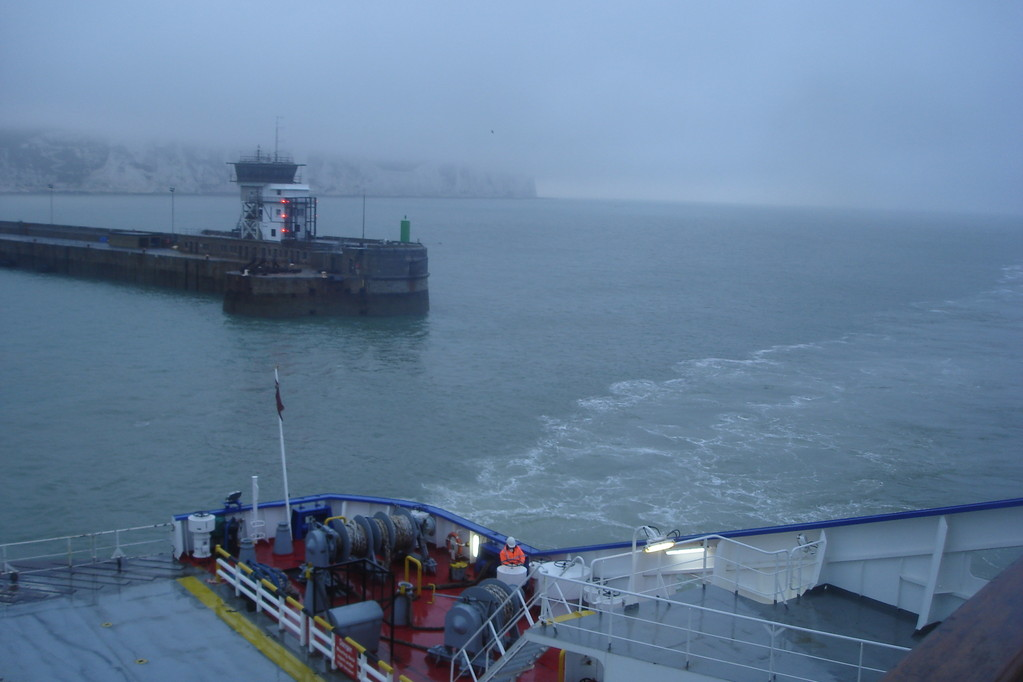 Entrée dans le port de Douvres (© lebateaublog 2011)