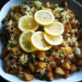 Stockfisch-mit-frittierten-Kartoffelwuerfeln