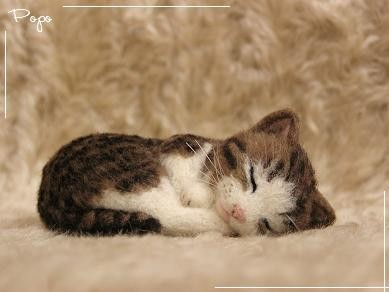 羊毛フェルト猫 小さなキジトラ×白