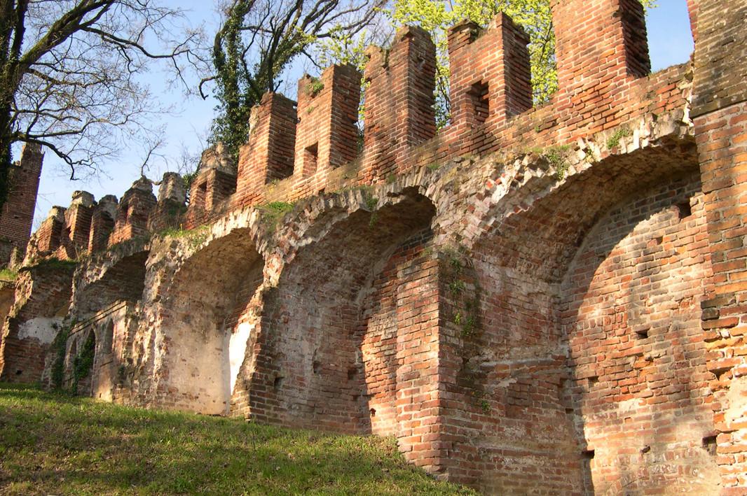 Le mura. Il camminamento di ronda