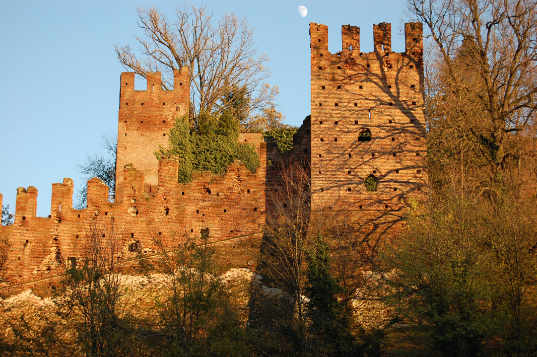 Le mura ovest con la torre di San Cristoforo