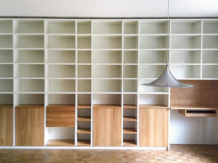 Bücherregal mit Türen aus Eichenholz