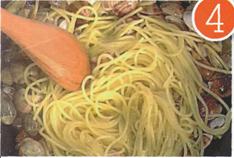 preparazione spaghetti vongole passo 4
