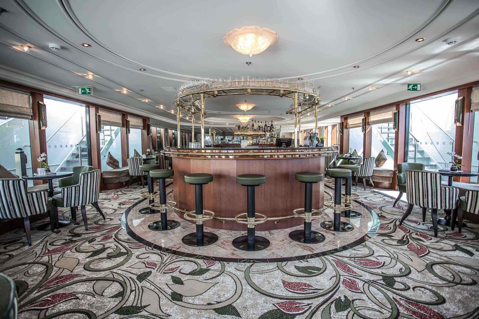 MS Treasures Panorama Lounge mit Bar