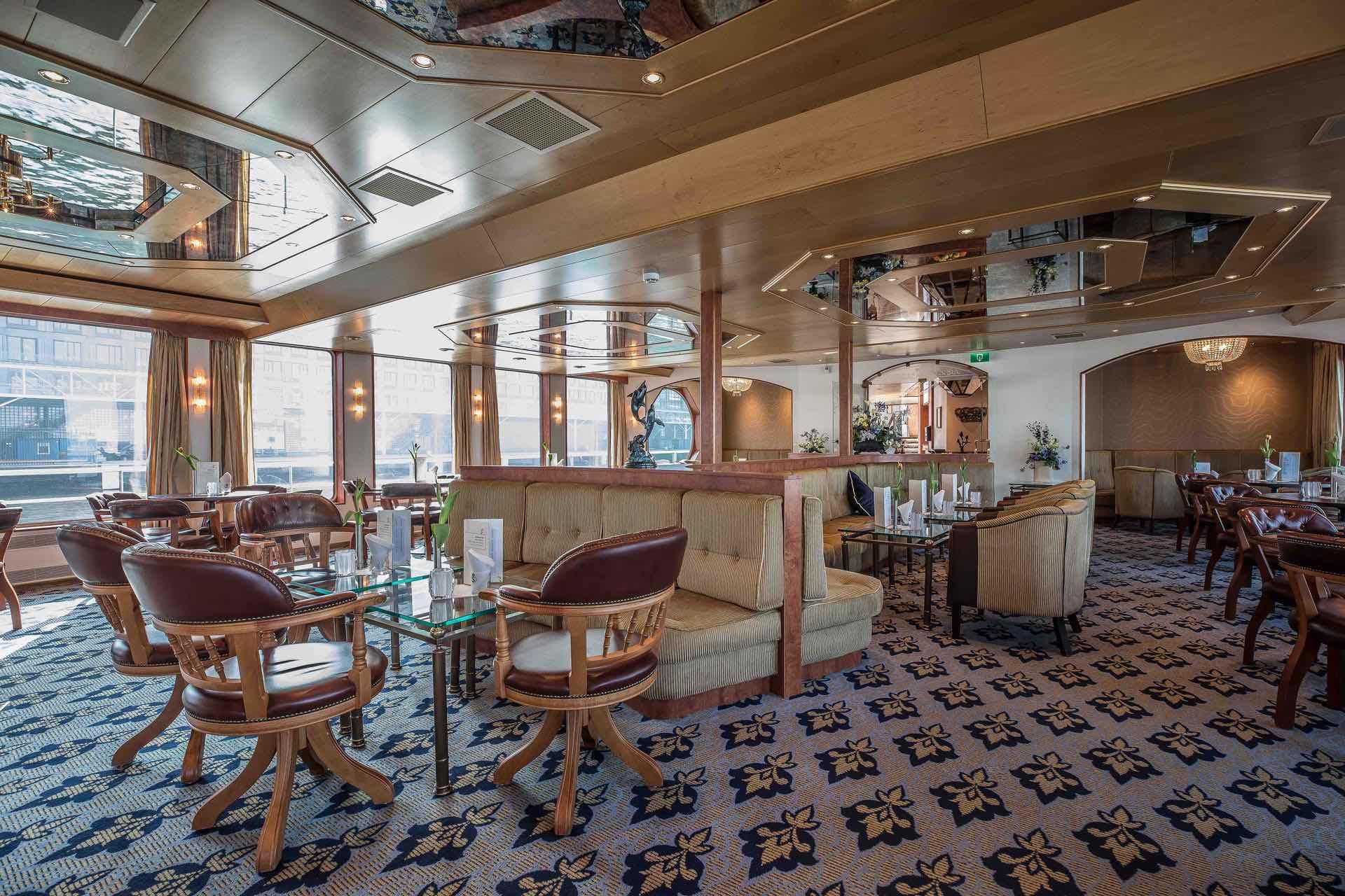 MS Swiss Crown Panorama Lounge