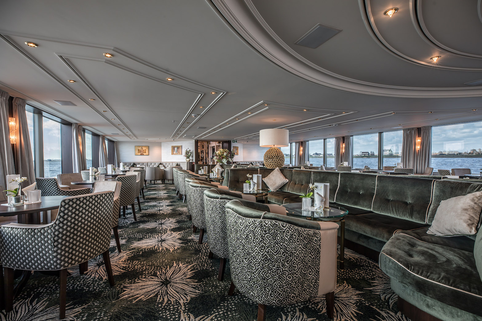 MS Geoffrey Chaucer Panorama Lounge mit Bar
