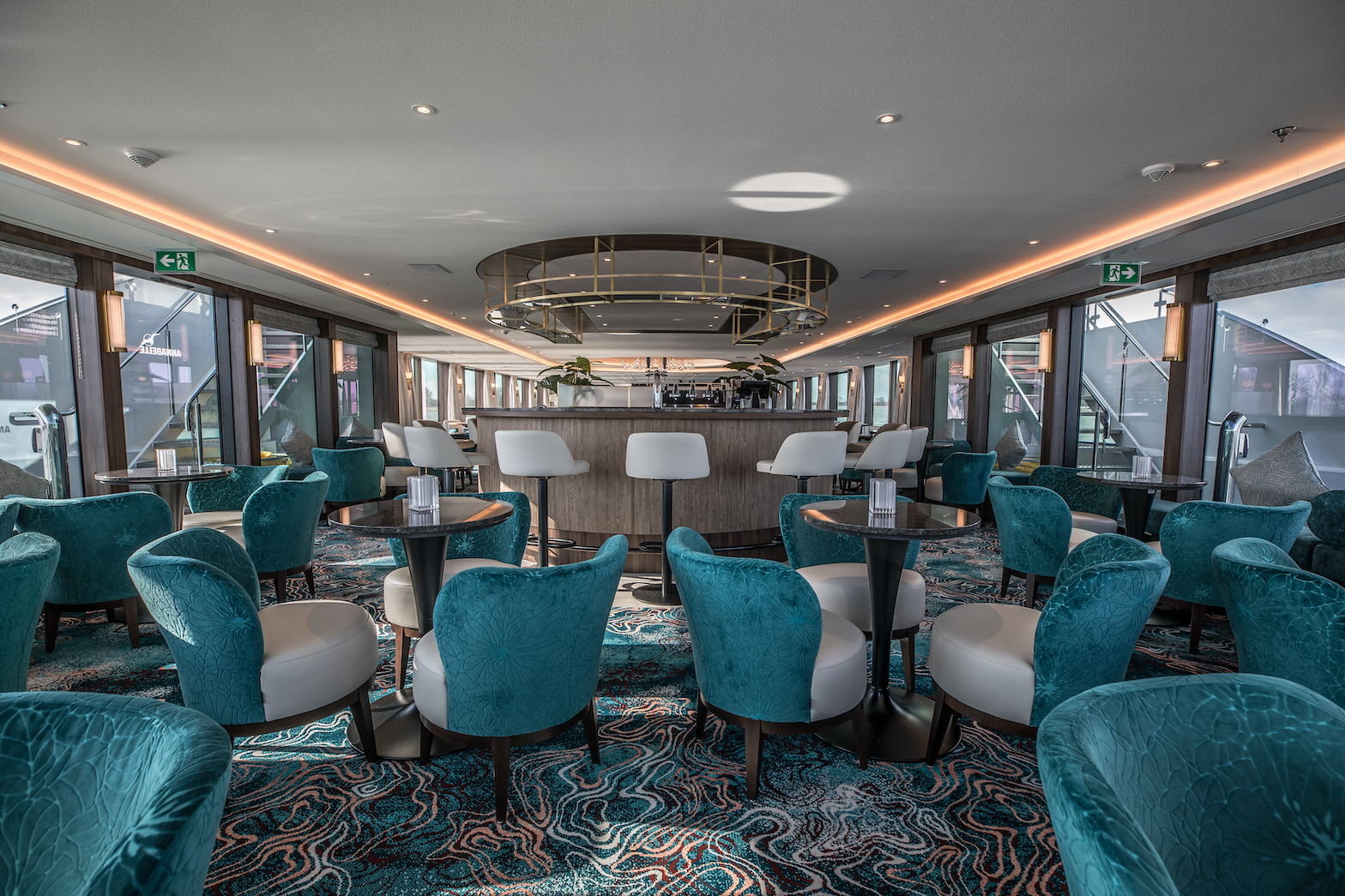 MS Annabelle Panorama Lounge mit Bar