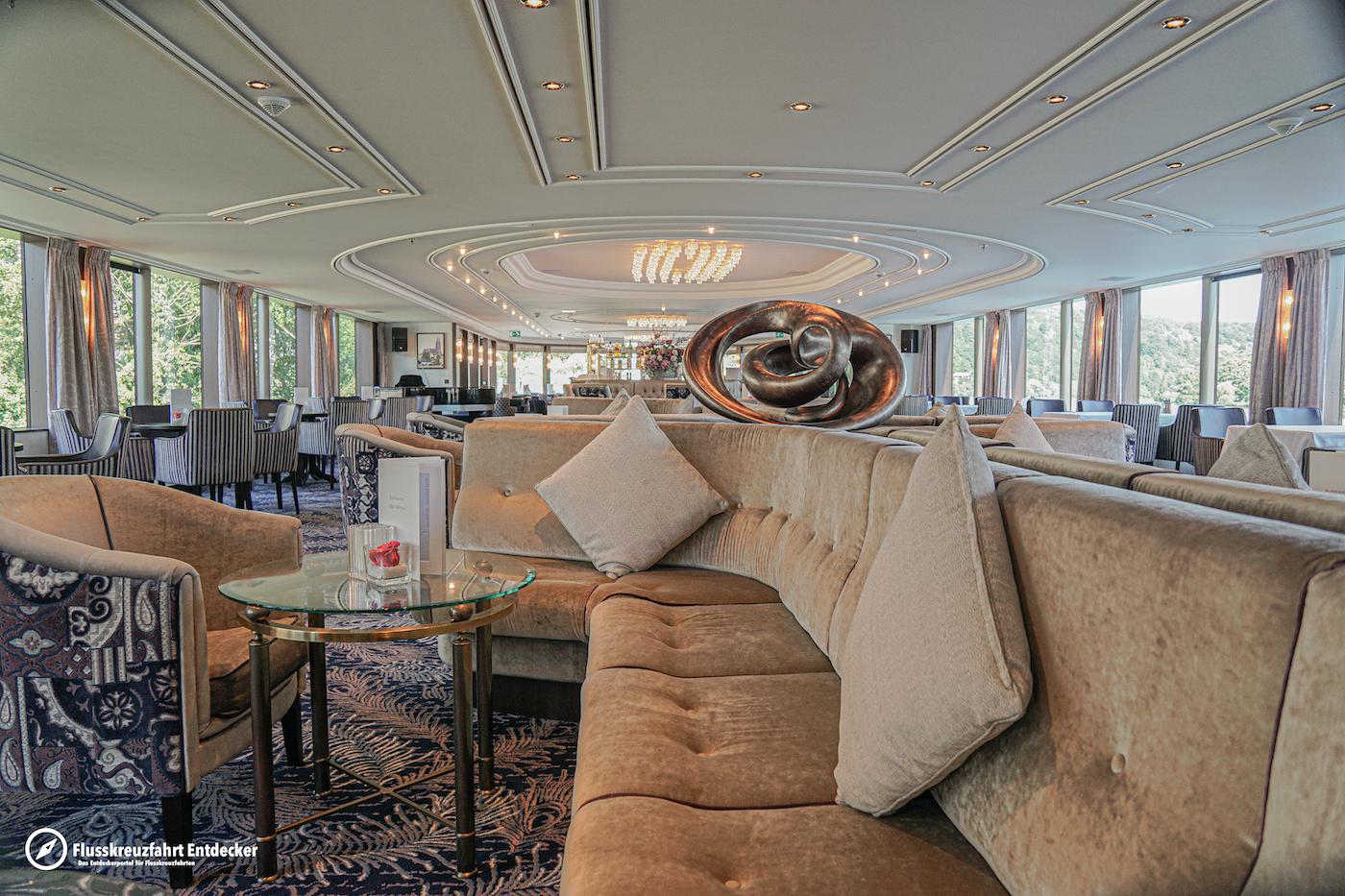 MS VIVA MOMENTS Panorama Lounge mit Bar