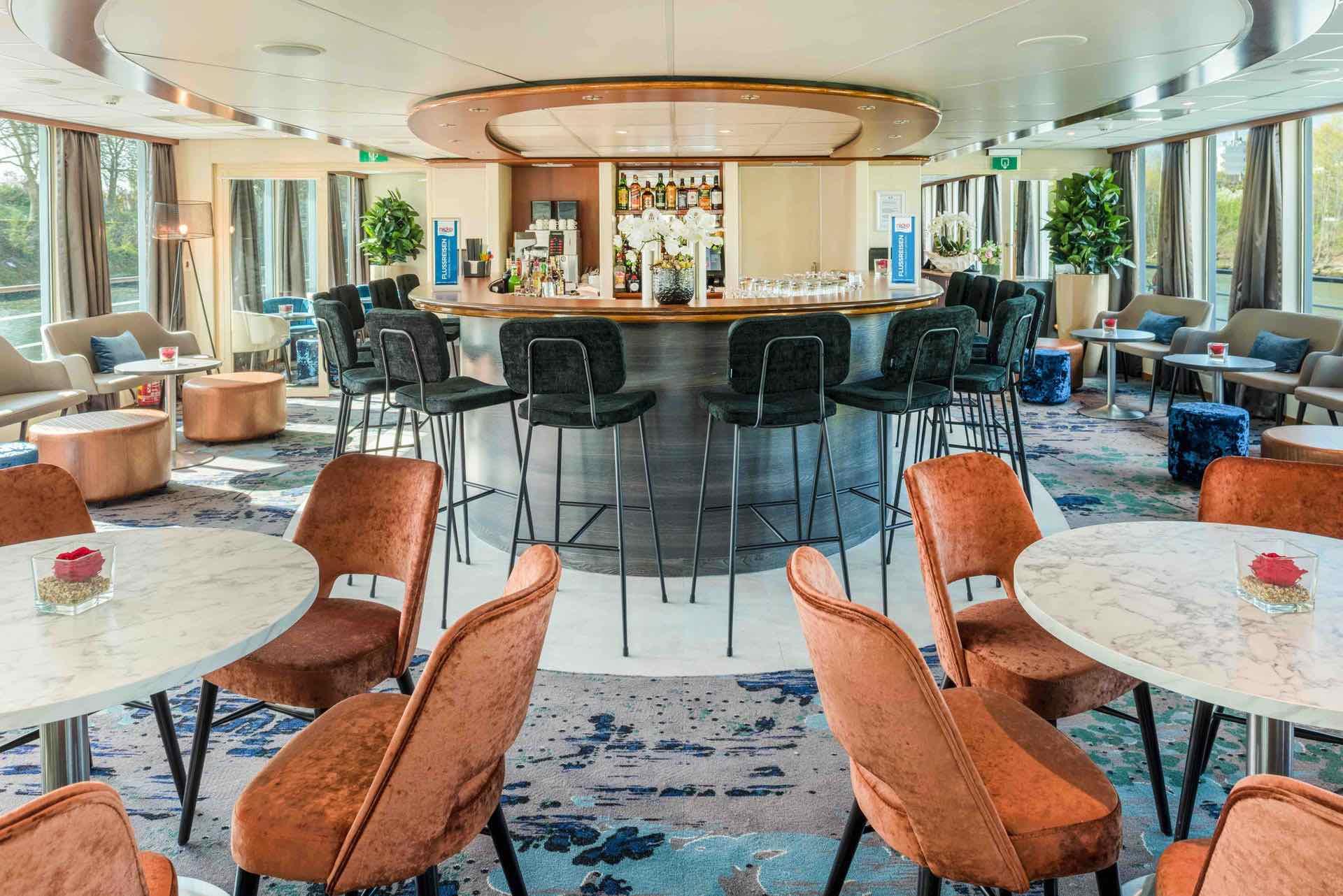 MS Seine Comtesse Panorama Lounge mit Bar