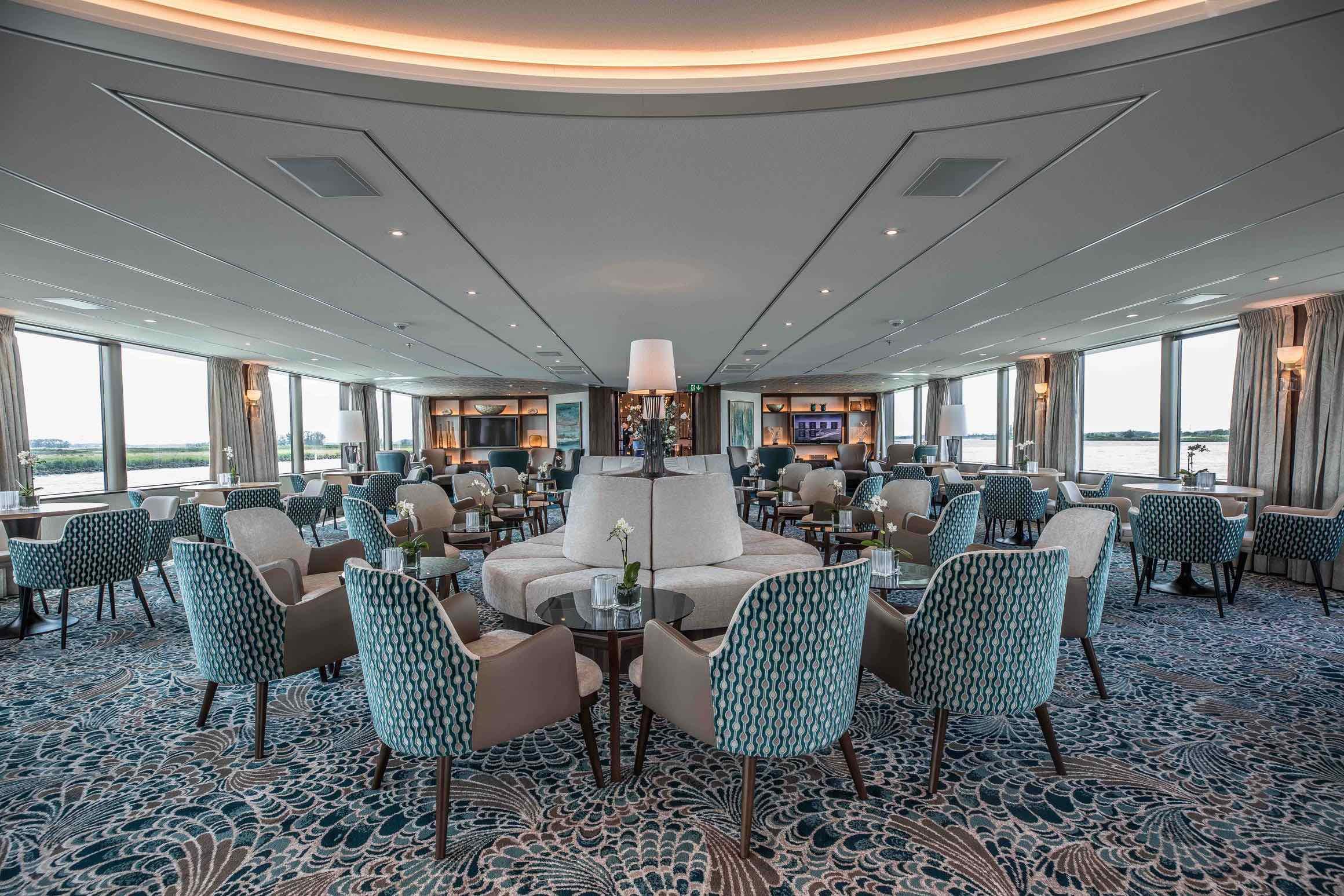 MS Anna Katharina Panorama Lounge mit Bar